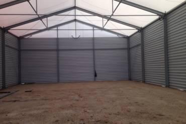 Hodowla bydła w hali namiotowej
